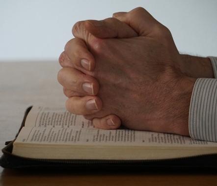 Gebetsstunde mit Gemeinschaftspastor B. Koke